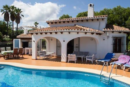 Casa Miramar, basseng og sjøutsikt - Rumah