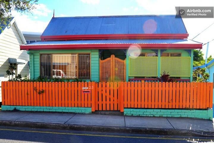 Querky Queenslander - West End - Hus