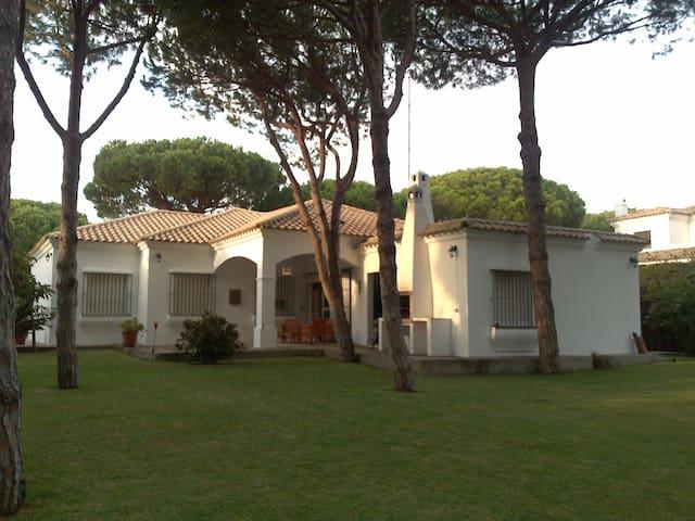CHALET CON ENCANTO ENTRE PINARES - Roche - Bungalo