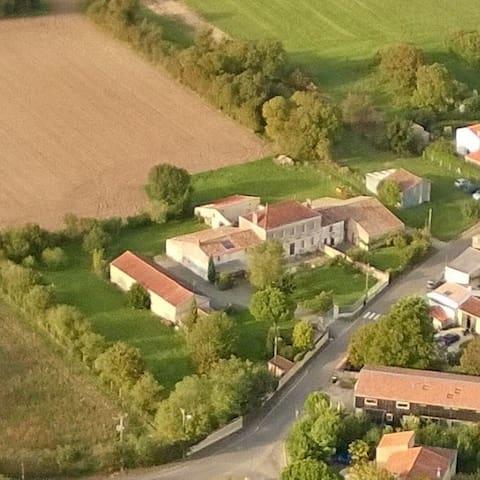 Quiet cottage near La Rochelle - Saint-Médard-d'Aunis - Huis