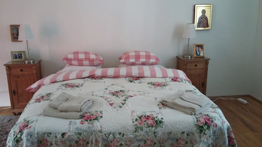 """Nicolae"" Double Room with private bathroom - Turda - Bed & Breakfast"