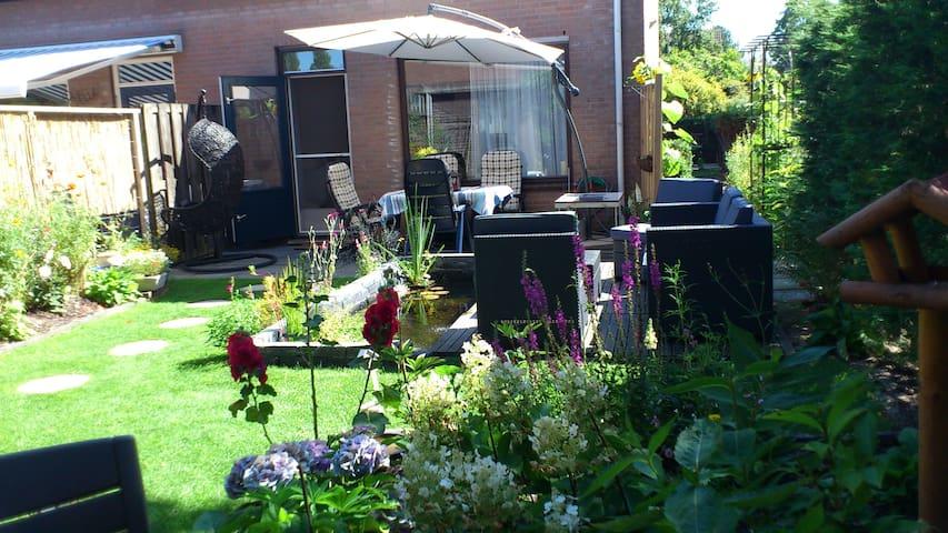 Double room in the house w/garden - Leidschendam - Casa