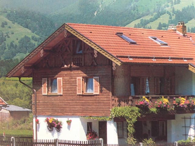 Nice 2p non-smoking flat with balcony - Unterammergau