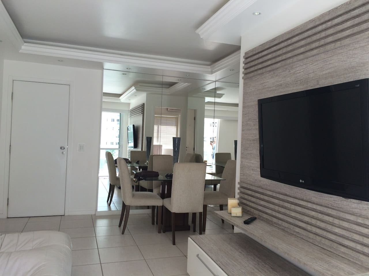 sala para 2 ambientes. Tv a cabo, wifi mesa de jantar , sofa, mesa de jantar