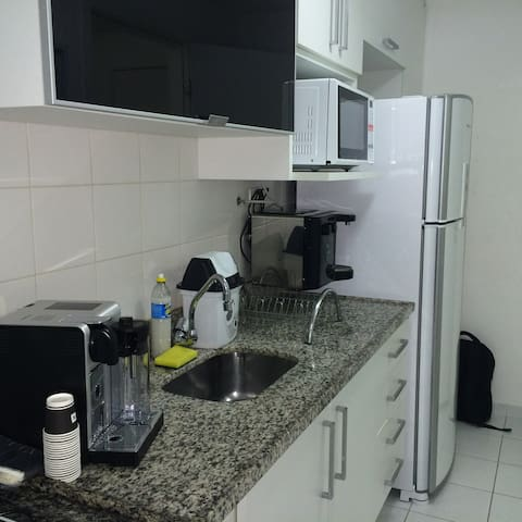 cozinha planejada e bem equipada