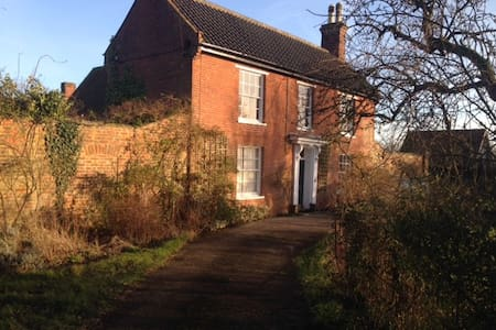 Family friendly farmhouse near sea - Suffolk - Casa
