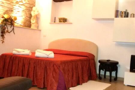 Nuovo Appartamento nel borgo antico - Cortona - Apartment