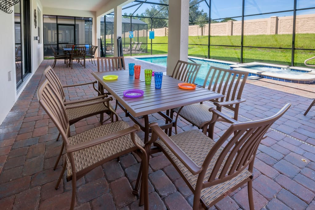 If it gets too hot for you on the sun-deck - step under the shaded lanai to cool yourself down. Or enjoy some of the Florida lifestyle when you sit around the dining table and eat lunch outdoors together on this stunning pool deck.