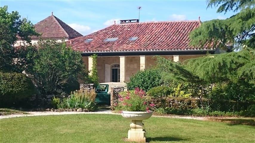 Grande maison lotoise de caractère - Sauzet - Huis