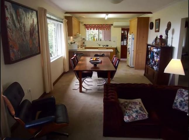Top floor apartment with ocean view - Mount Pleasant - Apartment