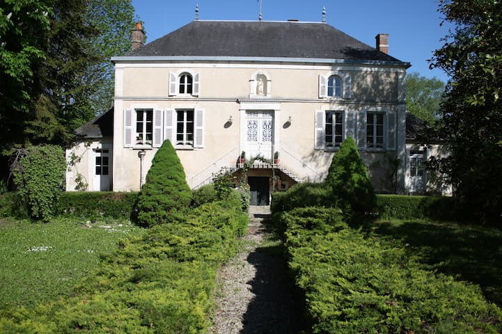 The Ecrin du Serein with Anne-Marie - Sainte-Vertu - Bed & Breakfast