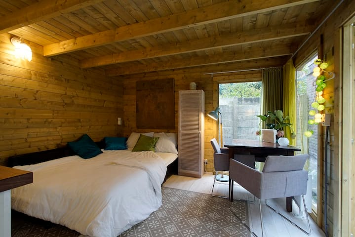 Self contained chalet, city center - The Hague - Chalet