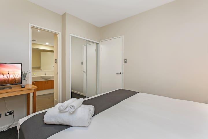 Ascot Modern Apartment
