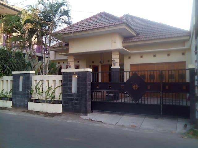 rumah kutuwates  beautiful sunrise - Daerah Istimewa Yogyakarta - House