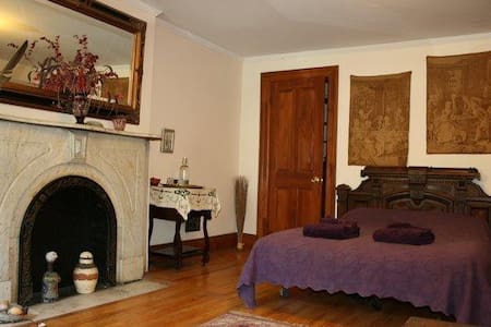 Room type: Private room Property type: Townhouse Accommodates: 3 Bedrooms: 1 Bathrooms: 1