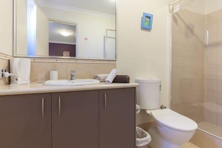 Arcadian BnB Perth - Queen Bed Room - Perth