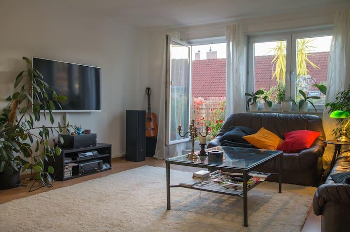 Moderne, helle Wohnung + Fahrräder - Eppelheim - Apartemen