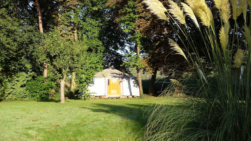 Beautiful, authentic Mongolian Yurt - Betchworth - Khemah Yurt