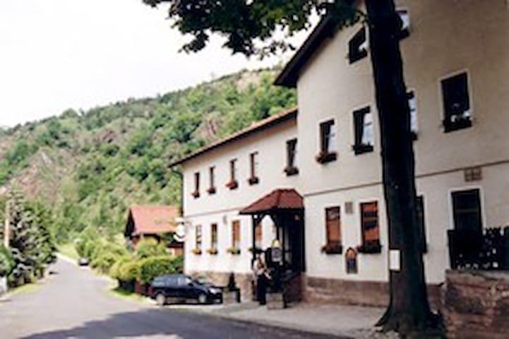 Hotel Bohlenblick - Saalfeld/Saale - Aamiaismajoitus