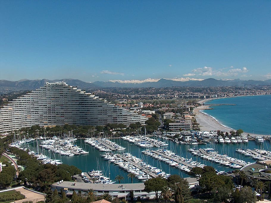 Marina baie des anges apartments for rent in villeneuve for Piscine marina baie des anges