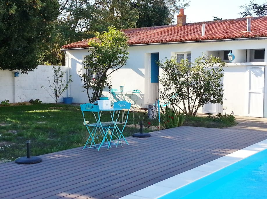 T2 surjardin piscine parking chaume houses for rent in for Piscine les sables d olonne