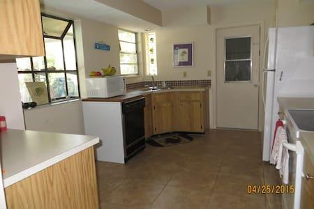 2 B 2 BATHS - Full House available - Cape Coral - Maison