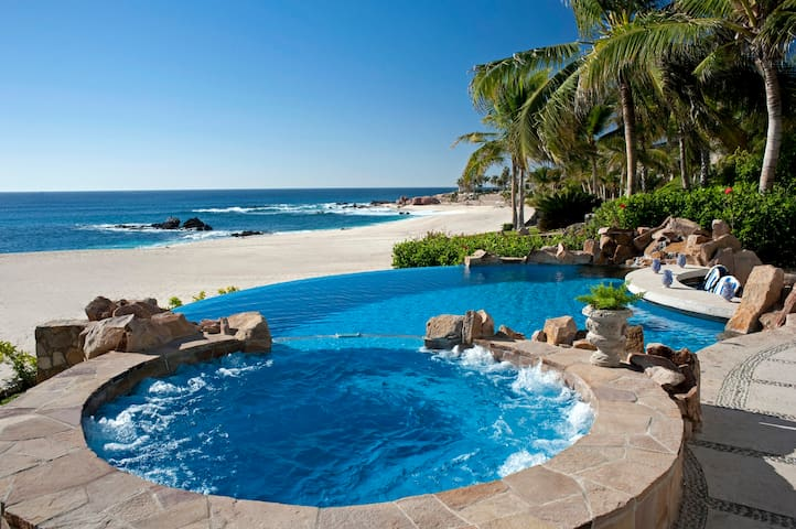 482 Beachfront Villa: 111985 - Palmilla