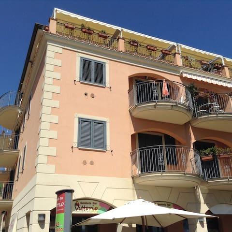 Sea Front House / La Casa sul Porto