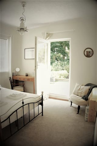Light and airy room with your own garden roof terrace.