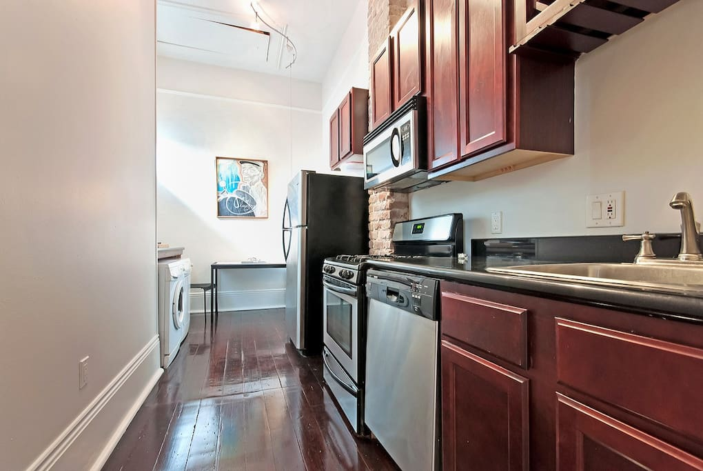 Granite counter tops and Gas stove