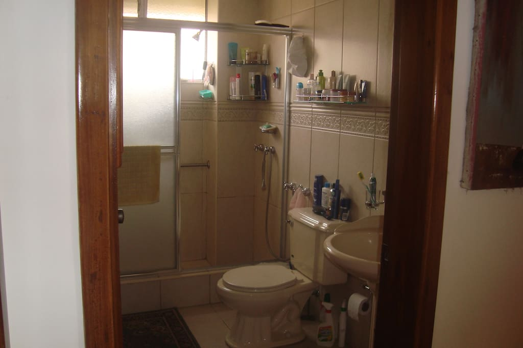 Comfy and clean bathroom. Shared with family members.