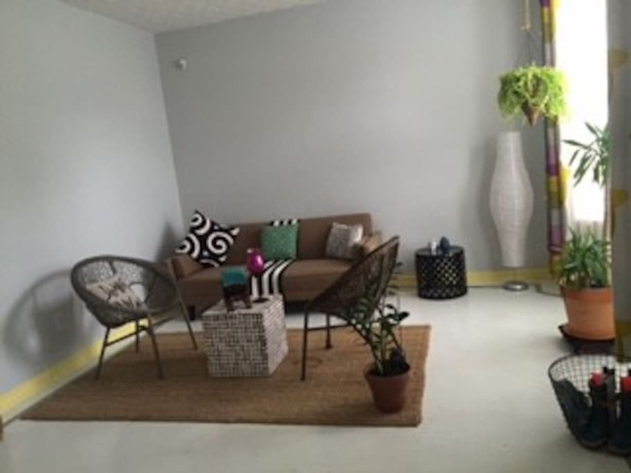 Spacious, bright living area w/ cable, wifi and futon chair.