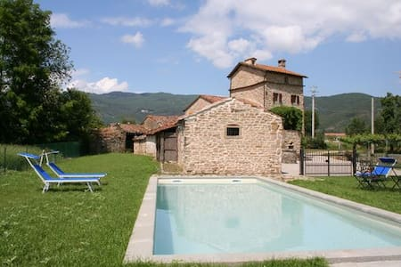 3 Bedroom Tuscan Farmhouse & pool