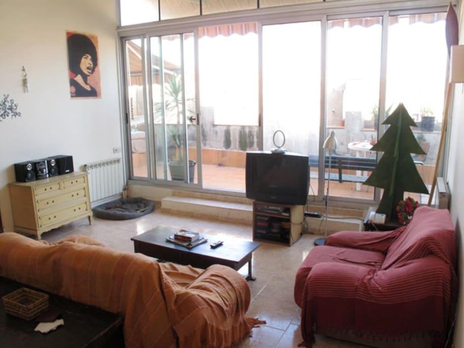 Habitación en ático soleado ubicado en eixample esquerra de Barcelona
