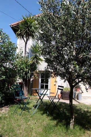 Studio indépendant avec jardin, - Nîmes - Apartament