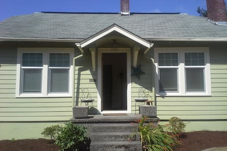 Sweet home in walking distance to town - Olympia