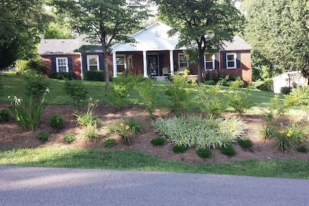 Comforts of home, close to downtown - Knoxville