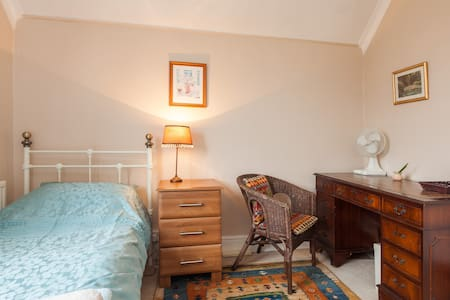 Quiet roomy single with garden view - Abingdon