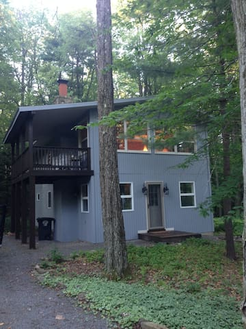 Elegant Cabin in Lake Naomi - Pocono Pines