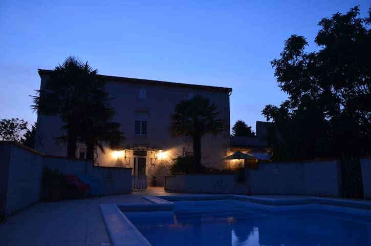 Holiday home w/ pool and big garden - Estillac