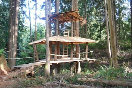 The Stump House: SunRay Kelley - Sedro-Woolley - บ้านต้นไม้