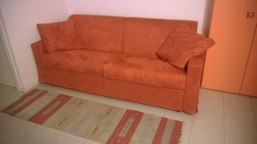 Camera in attico con bel terrazzo. - Viterbo