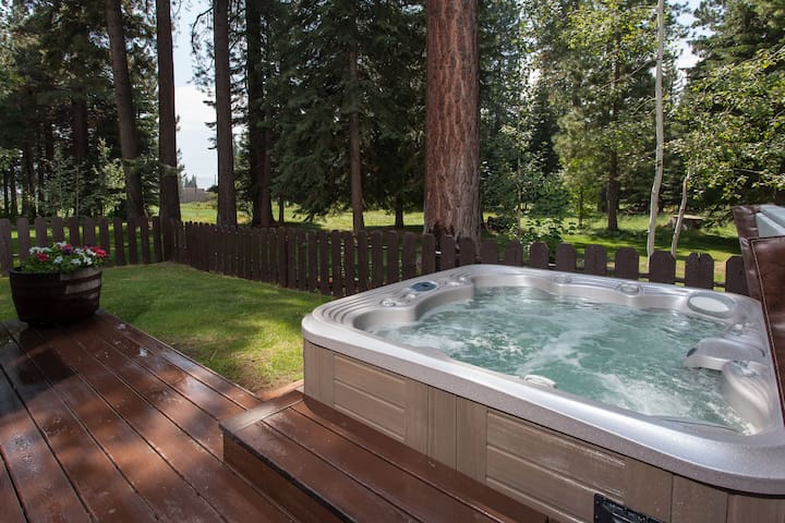 Remodeled Kings Beach Cabin, Golf Course, Hot Tub