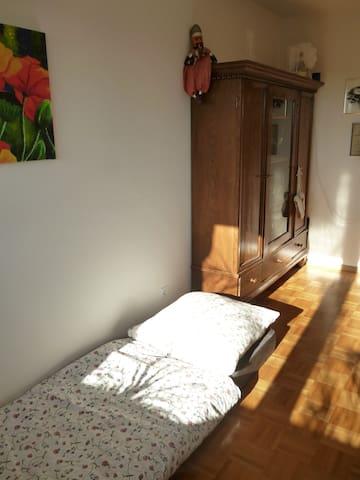Nice room for a single person or two people - Tübingen - Apartemen