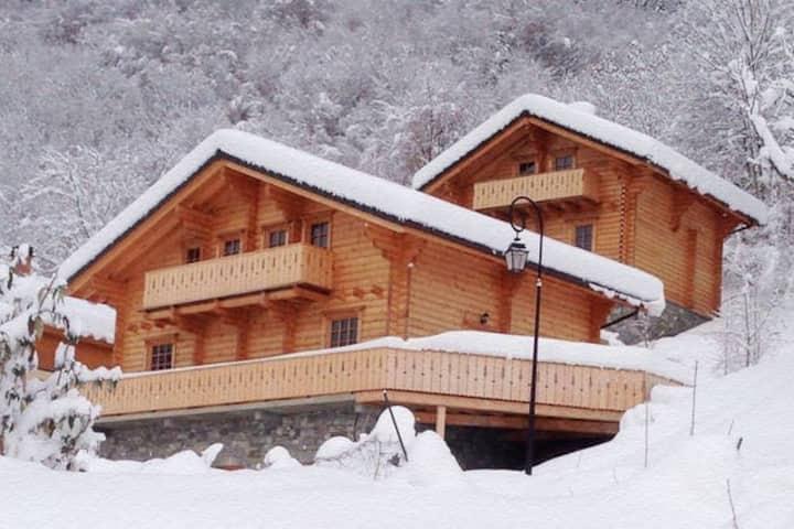 *3 Valleys* Wooden Chalet