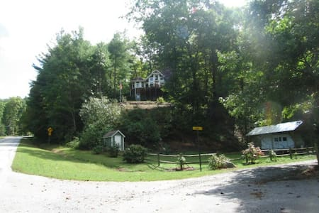 Enchanted Bear Dance Guest Quarters - Clarkesville