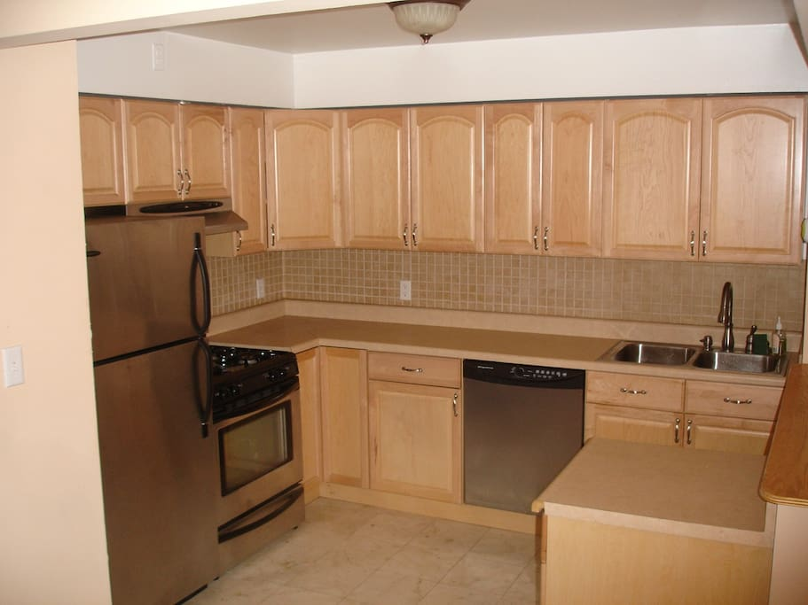 Single room in heart of astoria apartments for rent in for Aki kitchen cabinets astoria ny