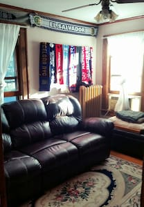 Room type: Private room Bed type: Couch Property type: House Accommodates: 1 Bedrooms: 1 Bathrooms: 1