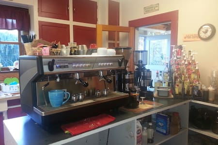 A Coffee Lovers Delight - Washougal - House