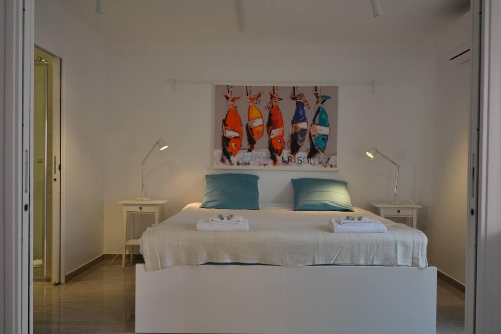Bedroom 1 - double bed 180 cm or twin beds, ensuite bathroom